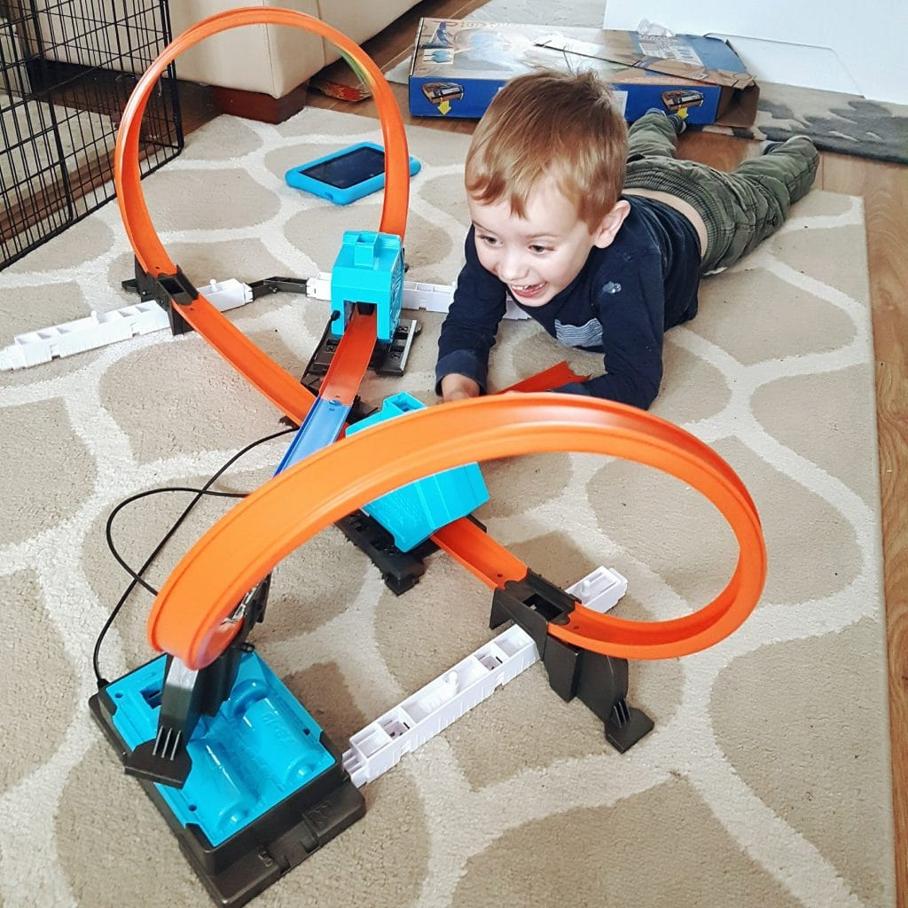 Giveaway – Hot Wheels Track Builder System