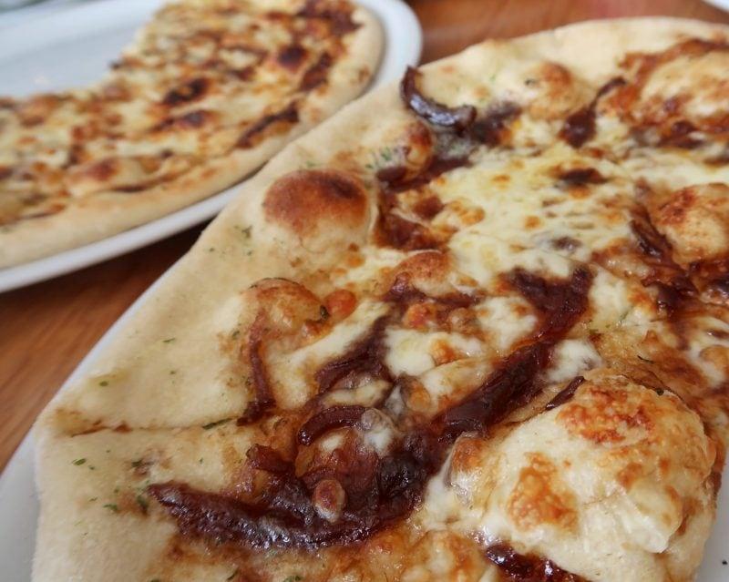 Prezzo La Famiglia - garlic pizza bread