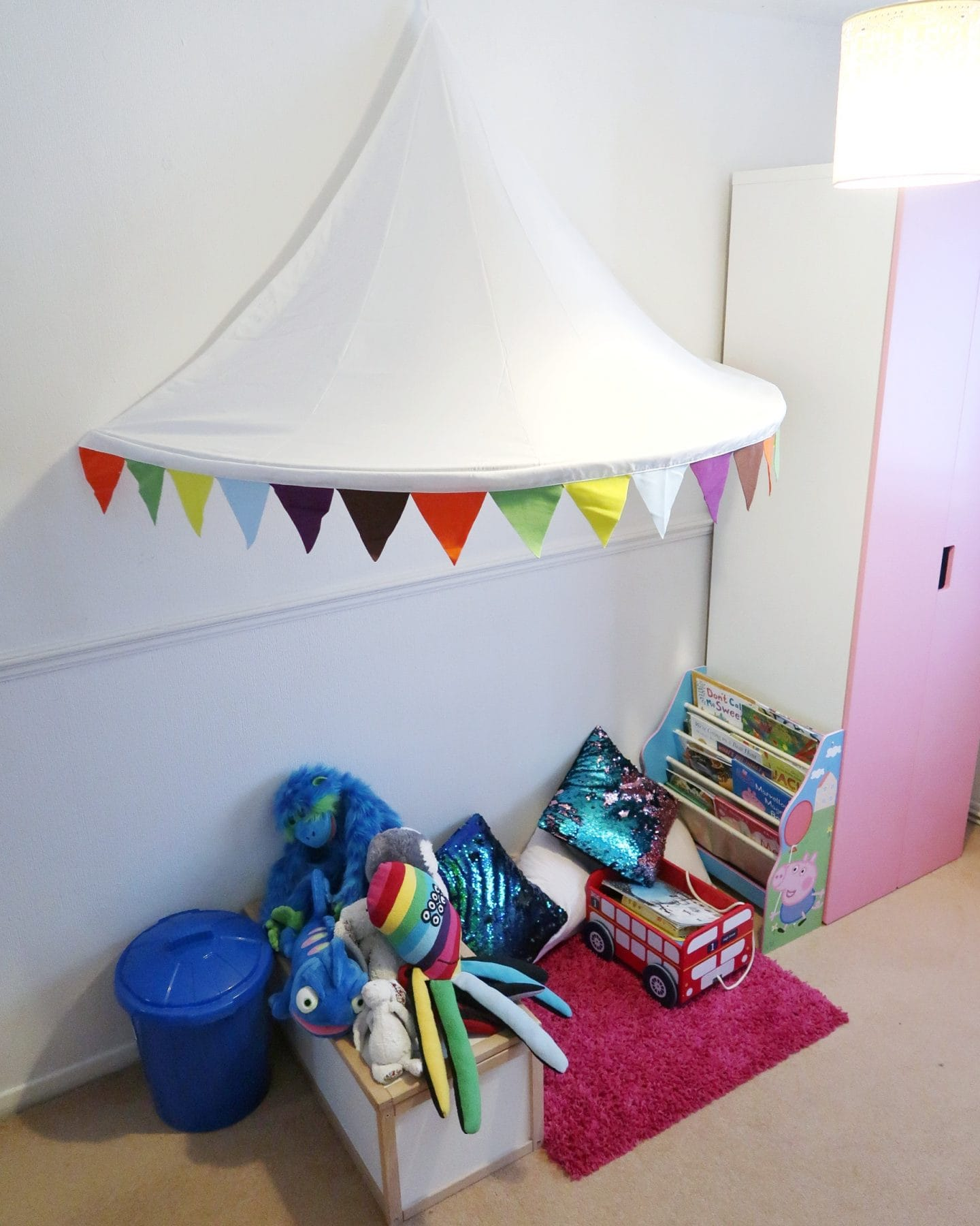 Reading nook - Bath, book, bed with Booktrust