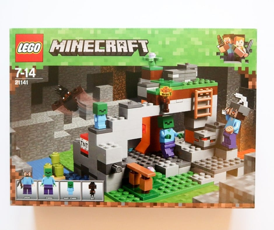 A picture of a box of a Minecraft lego set