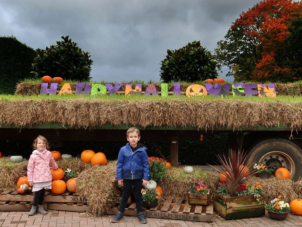 Children in front of the Happy Halloween sign at Paulton's Park Review